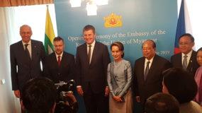 Jablonecký ŠENÝR vytvořil dar vládkyni Myanmaru a nositelce Nobelovy ceny